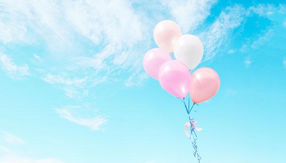飞扬在蓝天中的彩色气球(JPG)